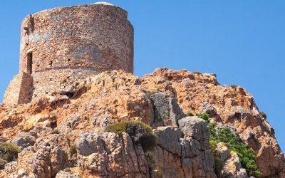 Balade en bateau, randonnée, admirez le Capo Rosso de Corse